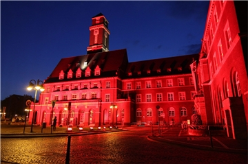 "Das Bottroper Rathaus im roten Licht bei der ""Night of Light""."