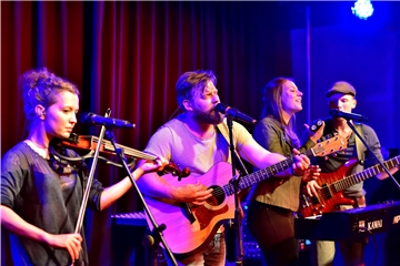 Die Marler Indie-Folk-Band Threepwood´N Strings gastierte im Lea-Drüppel-Theater.