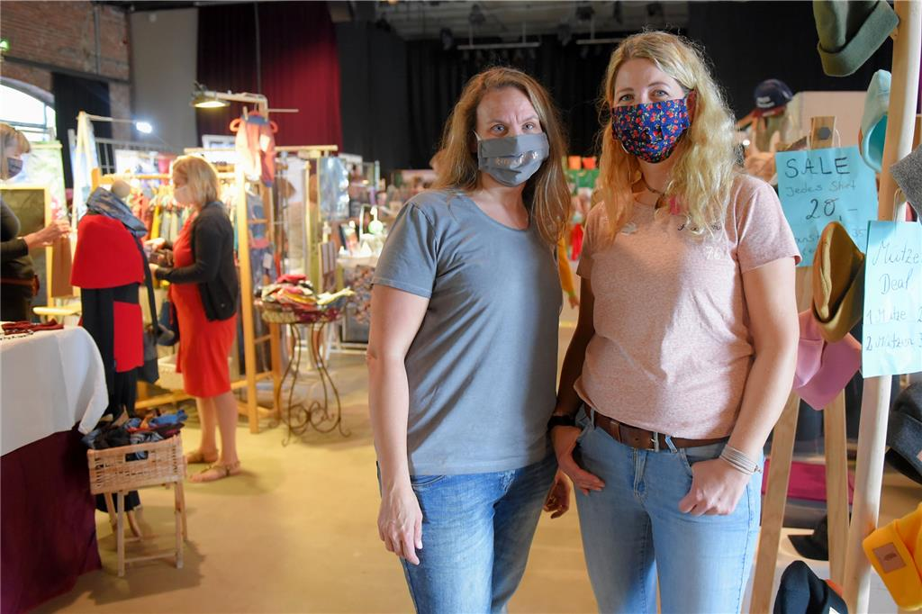 Shopping mit Masken bei Frieda's & Friends Design-Markt in der Rohrmeisterei.
